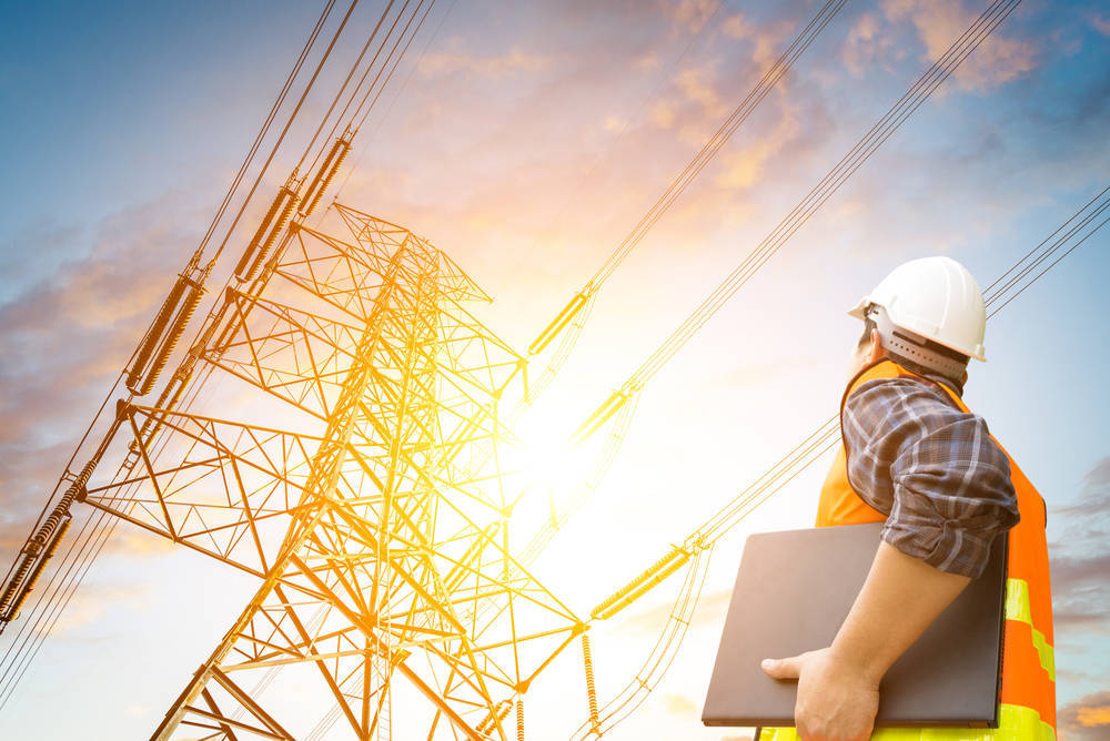 Distribución eléctrica, herrajes y estructuras metálicas